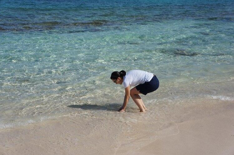 浜辺で遊ぶ くらしと仕事
