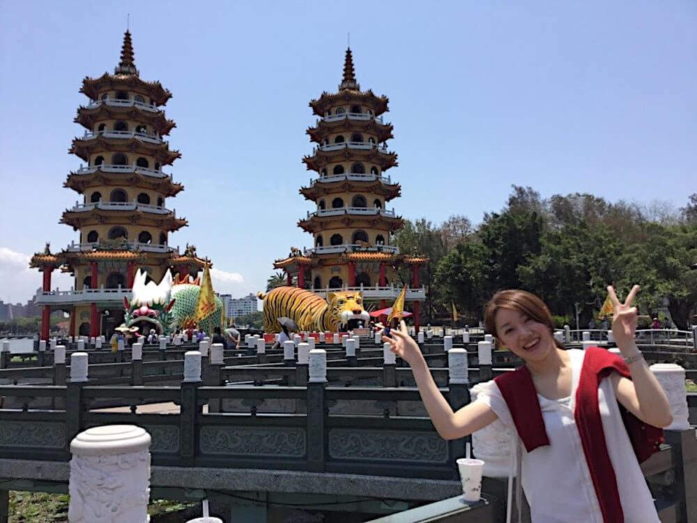 台湾・高雄市の有名観光スポット「龍虎塔」にて くらしと仕事
